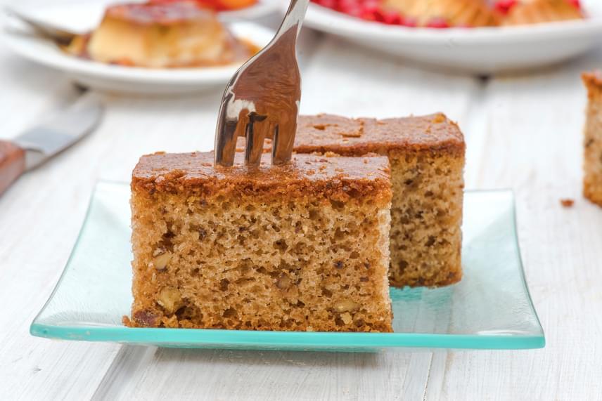 Diós-lekváros kevert                         Ha nem akarsz sok időt édességkészítéssel tölteni, dobj össze egy kevert sütit. A dió és a lekvár együtt pompás, de a tésztát kedved szerint variálhatod. Kakaóval, csokival, fahéjjal is feldobhatod. Elégtíz perc, amíg mindent összekeversz, majd 20 perc alatt meg is sül. A pofonegyszerű recept a kezdőknek sem okoz gondot.