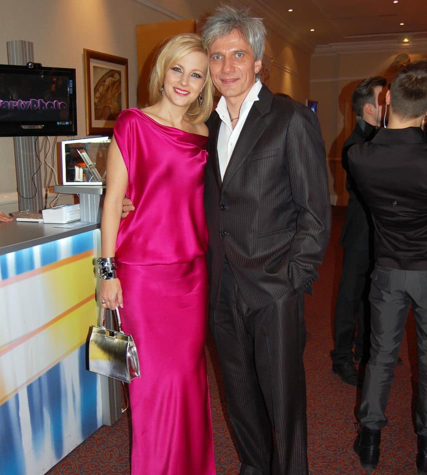 Míg a csinos műsorvezető idén műsora, a Micsoda nők! csapatával gálázott, 2012-ben párjával, Bochkor Gáborral érkezett - abban az évben ő vehette át az év műsorvezetőjének járó közönségdíjat.