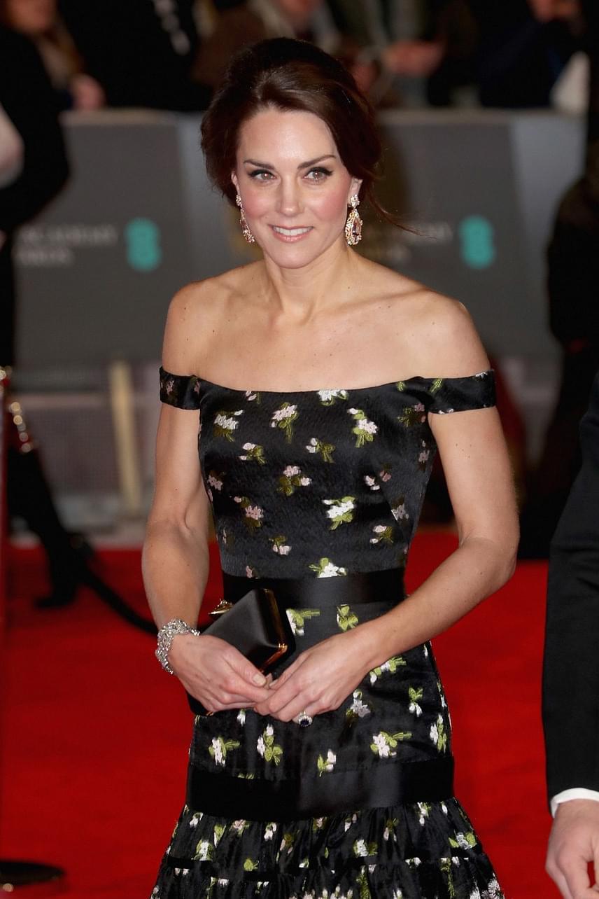 Katalin hercegné elbűvölő volt ebben a virágmintás estélyi ruhában - hiába, ha divatról van szó, képtelen hibázni.