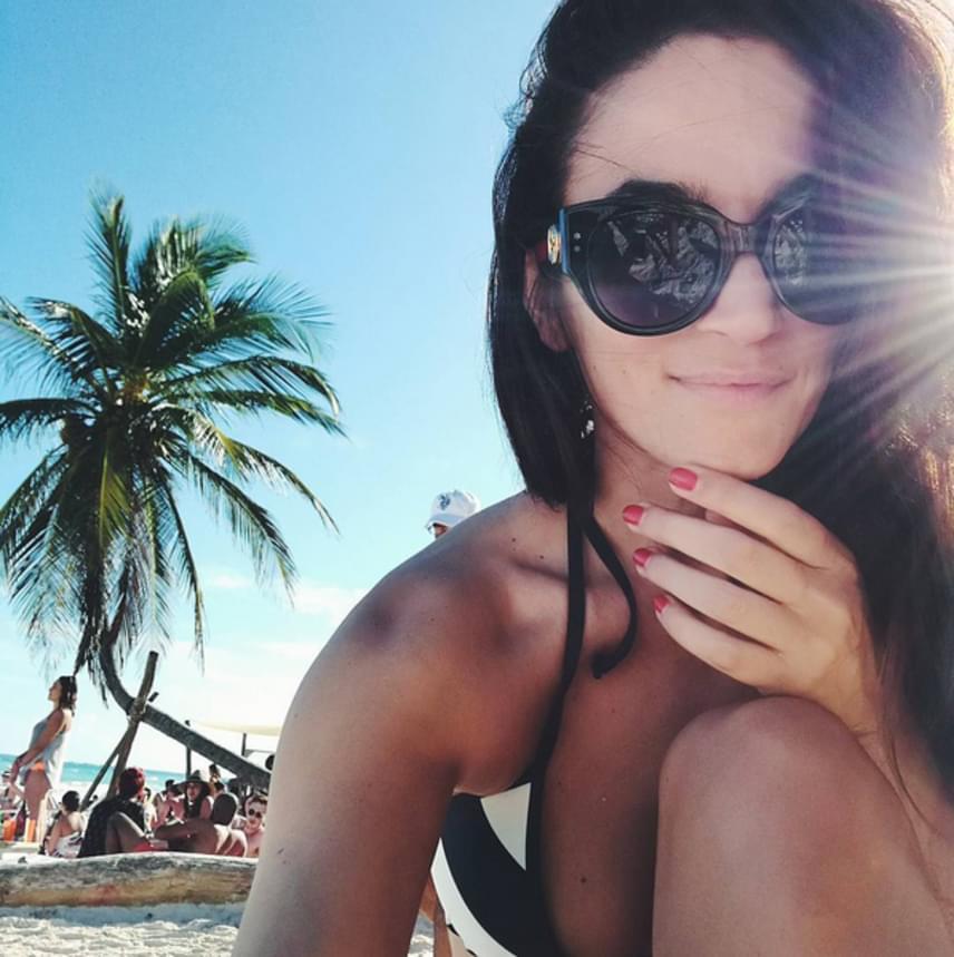 A modellből lett fotós nagyon élvezte a mexikói vakációt, ahová természetesen vőlegénye is elkísérte, hogy együtt pihenjenek.