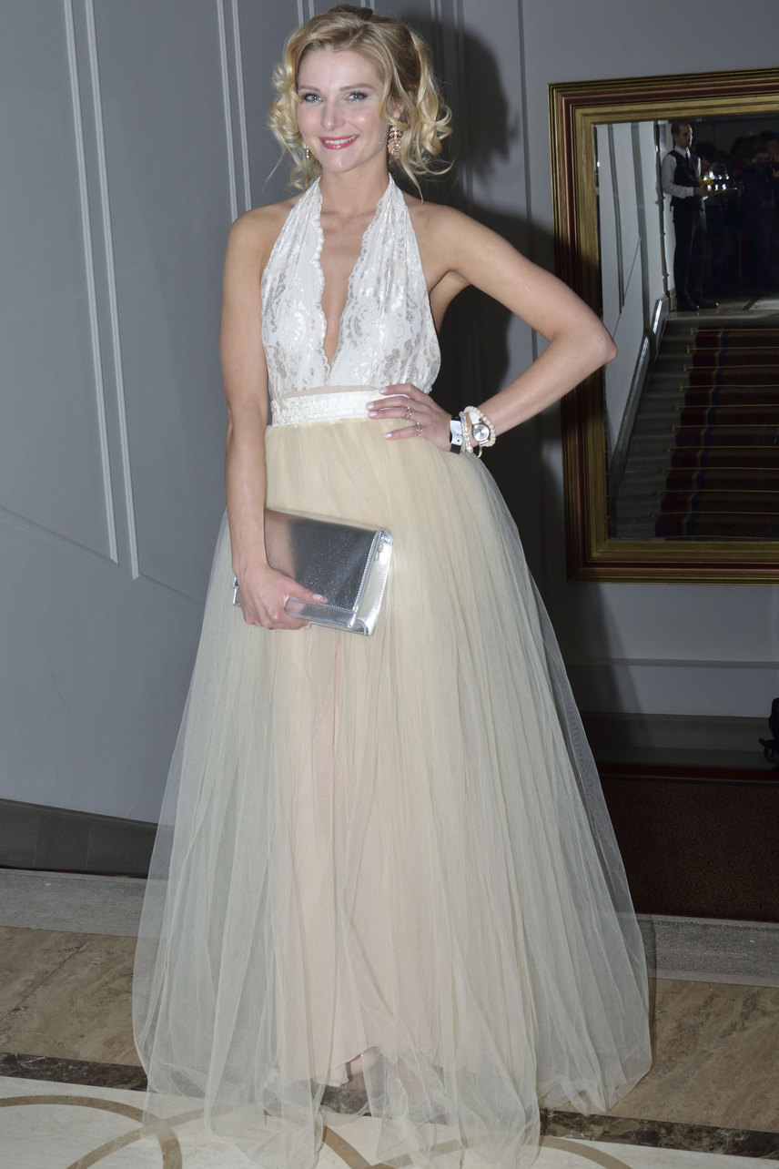 Görgényi Fruzsina úgy nézett ki, mint egy hercegnő a KOKA Fashion tervezőjének, Kiss Kósa Annamáriának a pezsgőszínű estélyi ruhájában.