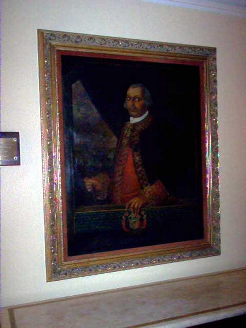 Bernardo de Galvez portréja                         A texasi Hotel Galvez folyosóján lóg a kép, melynek kapcsán az ott megforduló vendégek több mint különös dolgokat mesélnek: ha nem kérték külön a megfestett Galvez engedélyét az alkotás mellett készítendő fotókhoz, a képeken köd, sőt, állítólag még csontvázra emlékeztető alakzat is megjelent.