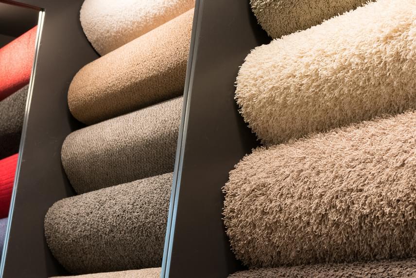 Csakúgy, mint a padlószőnyegek esetében: léteznek olyan környezetbarát típusok, amelyekhez nem használtak káros anyagokat.