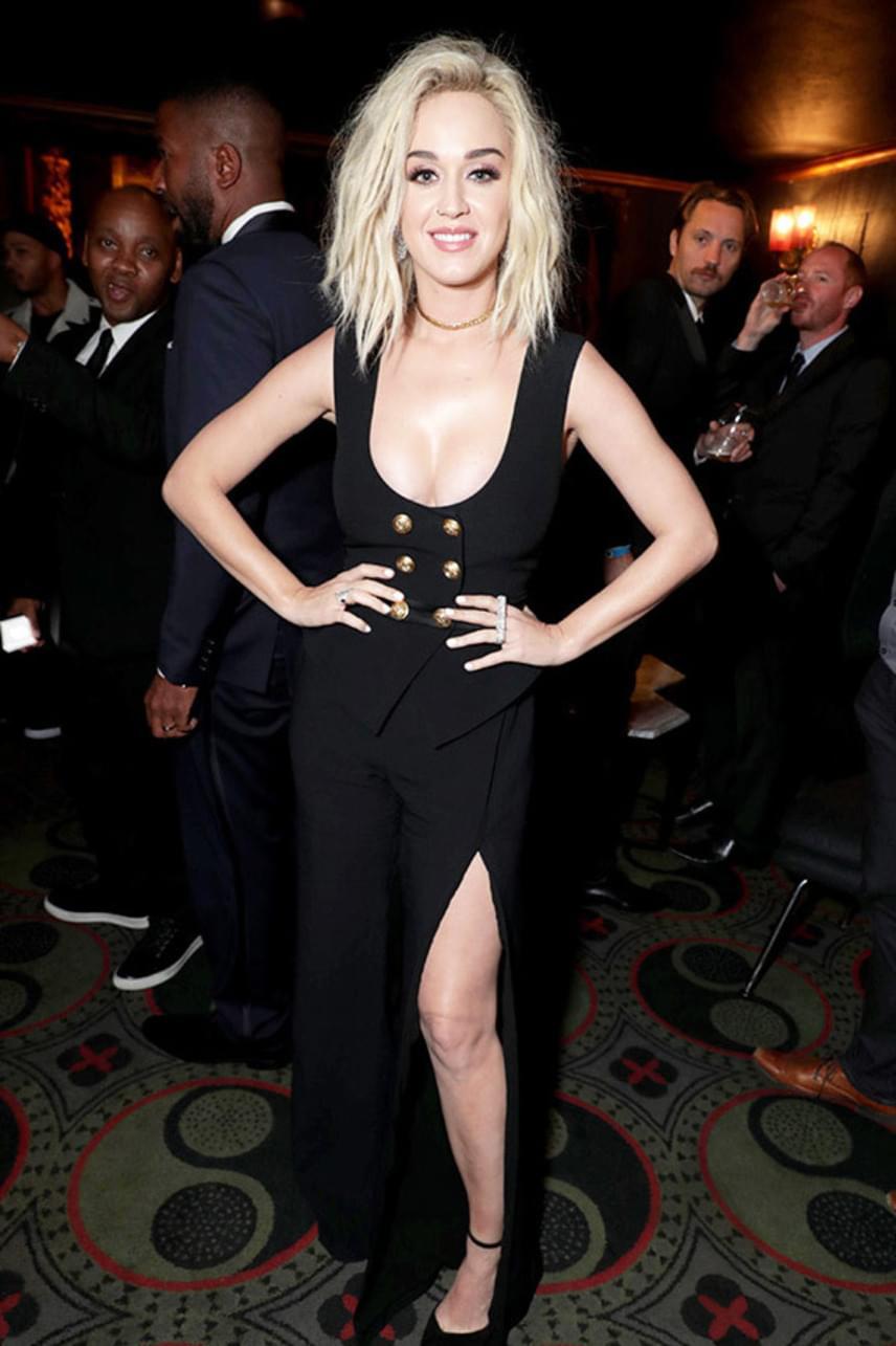 Katy Perry dekoltázst és combot is villantott: az énekesnő ebben a szexi szettben bulizott végig a Grammy-afterpartin.