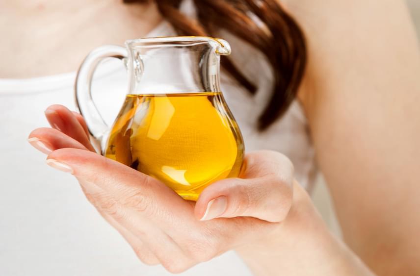 Használj olajakat. Az olaj táplálja a fáradt, száraz bőrfelületeket. Érdemes kipróbálni a ricinusolajat a szempilládra, hiszen az idő néha a pillákat is kikezdheti, de ez tökéletes megoldás arra, hogy kicsit erősödjenek, és hosszabbak legyenek. A szemed alá a mandulaolajat javasoljuk, amit ha belekeversz a hidratálóba, rendkívül jól felszívódik, általa élettel telibb lesz a bőröd. Az argánolaj pedig kitűnő ránctalanító lehet.