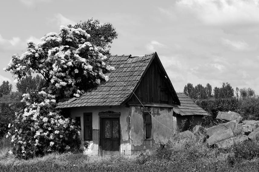 A falu önállósága megszűnt az árvíz pusztítása után, így ma Csengersimához tartozik. Az elhagyatottan álló épületek java omladozik, mások a 2014-ben épült emlékpark részét képezik, vagy üdülőként hasznosítják őket.