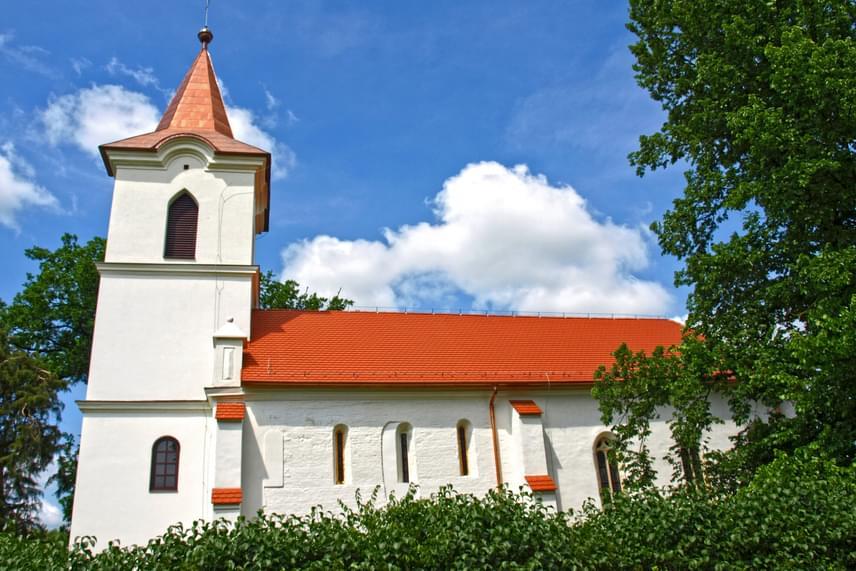 Nagygécet a történelmi források először 1280-ban említették. A falu megmaradt látványosságai között szerepel a két részből álló, református Megmaradás temploma, melynek egy részét még az Árpád-korban, a másikat Mátyás király uralkodása alatt emelték. A templom egészen 2014-ig folyamatosan pusztult, ám ekkor felújították, sőt, kilátót és emlékparkot hoztak létre a település romjain.
