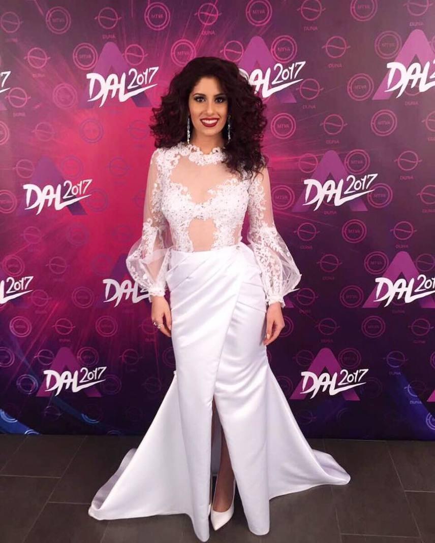 A Dal február 4-én megrendezett harmadik előválogatóján Radics Gigi ebben a fehér ruhakölteményben lépett színpadra, amelyet Rabócsi Renáta tervezett.