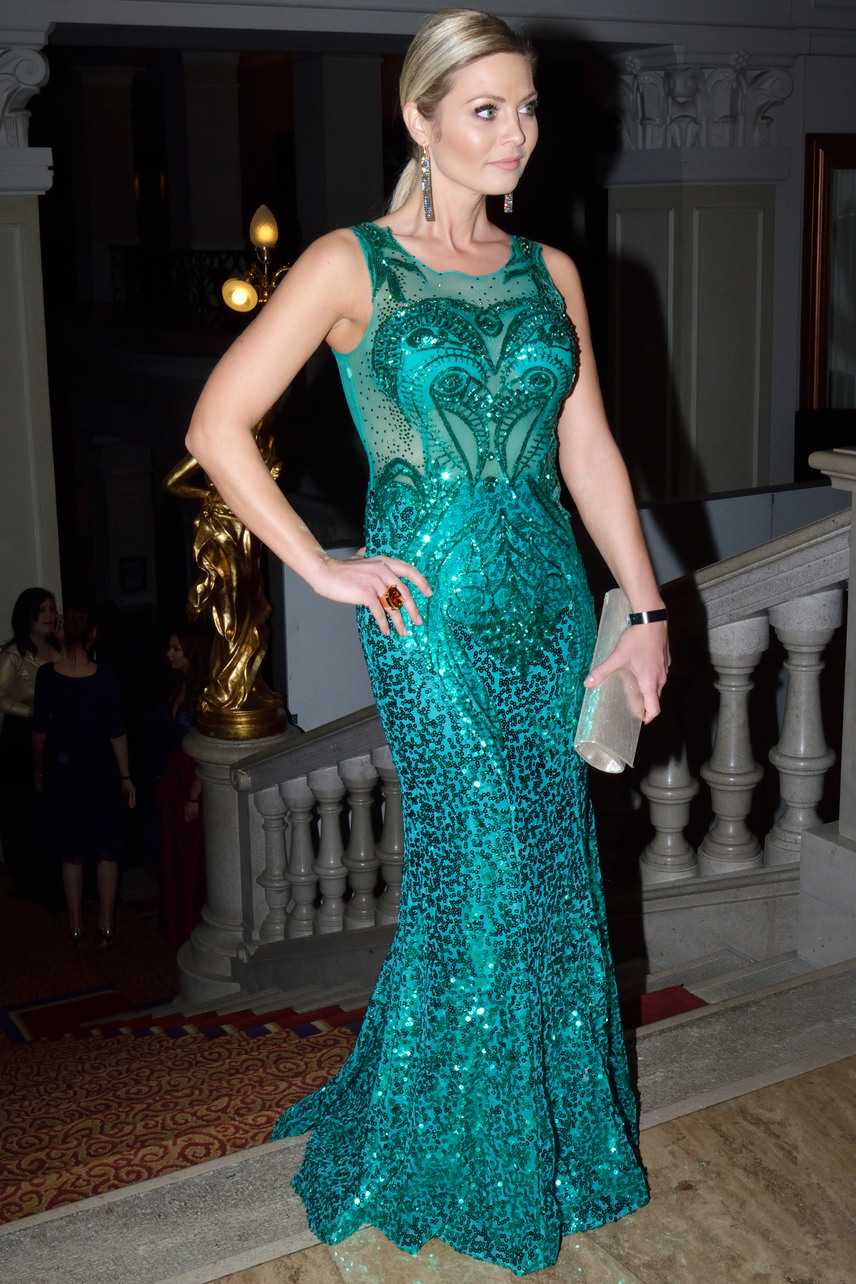 Bálizs Anett a ragyogó megjelenését Schnell Viktornak és Ordas Zsoltnak köszönhette, smaragdzöld ruháját Franciaországban készítették.