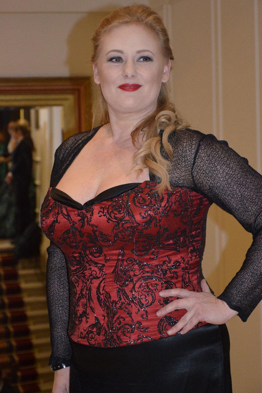 A Jóban Rosszban színésznője a 17. Story-gálán egy fekete-vörös, fűzős ruhát viselt - az sem volt rossz választás, de az idei ruhája nekünk klasszisokkal jobban tetszett.