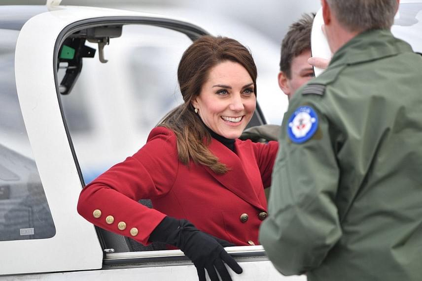 Katalin nagyon izgult, amikor beültették a gépbe, de láthatóan örült is, hogy végre ebben is kipróbálhatja magát.