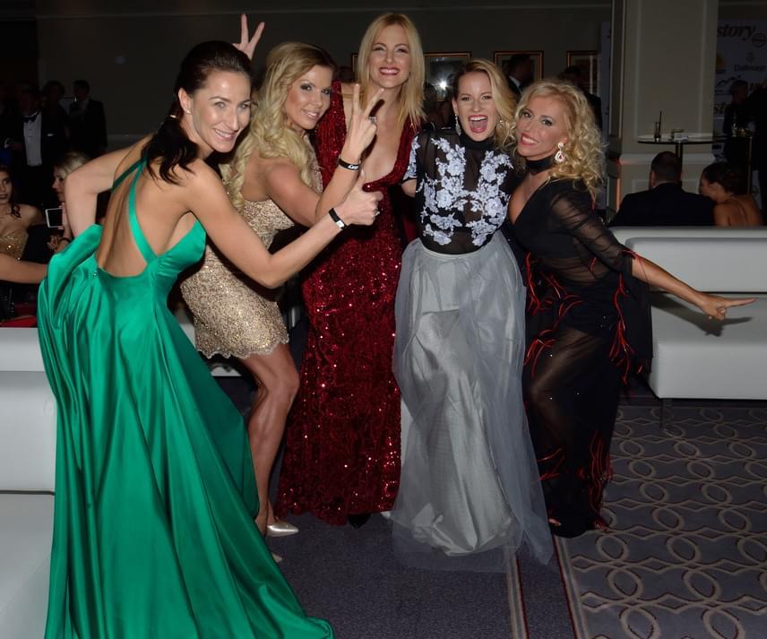 A FEM3 Micsoda nők! című műsorának sztárhölgyei szinte az egész Story-gálát egy csapatban töltötték.