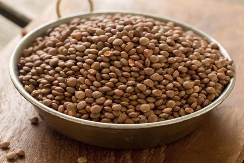 A zöldségek közül a legtöbb rostot a lencse tartalmazza, melynek 100 grammjában11,7 gramm található. A hüvelyesek közül egyébként a zöldborsó és a csicseriborsó is gazdag rostban, de a káposztafélék, főként a lilakáposzta és a kelbimbó is sokat tartalmaz belőle.