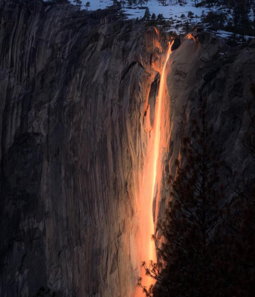A szóvivő azt is elmondta, az a világ minden tájáról érkeznek emberek, hogy megcsodálják ezt a csodálatos természeti jelenséget.