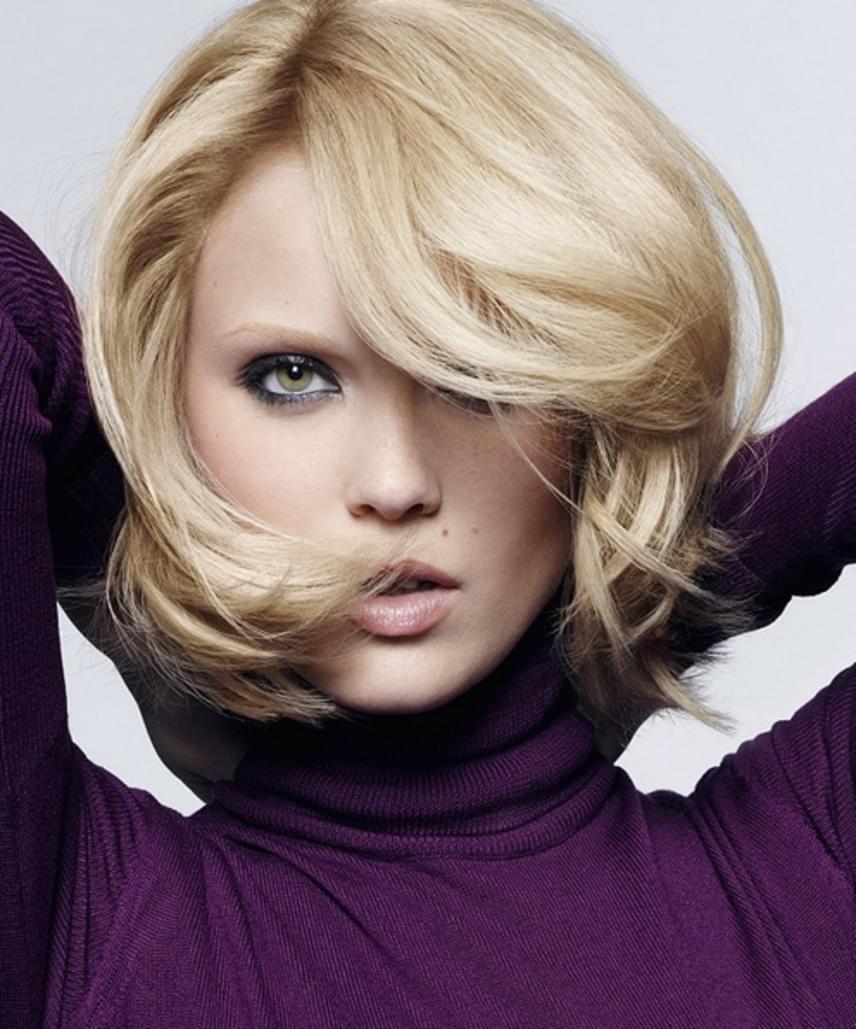 A tömörebb, rövidebb bob kedvező lehet számodra. Ha szeretnéd megemelni a hajad, mindenképpen befelé szárítsd. A frizura hossza sokat segít abban, hogy tartós legyen a nap folyamán. Minél rövidebb, annál jobban tart.