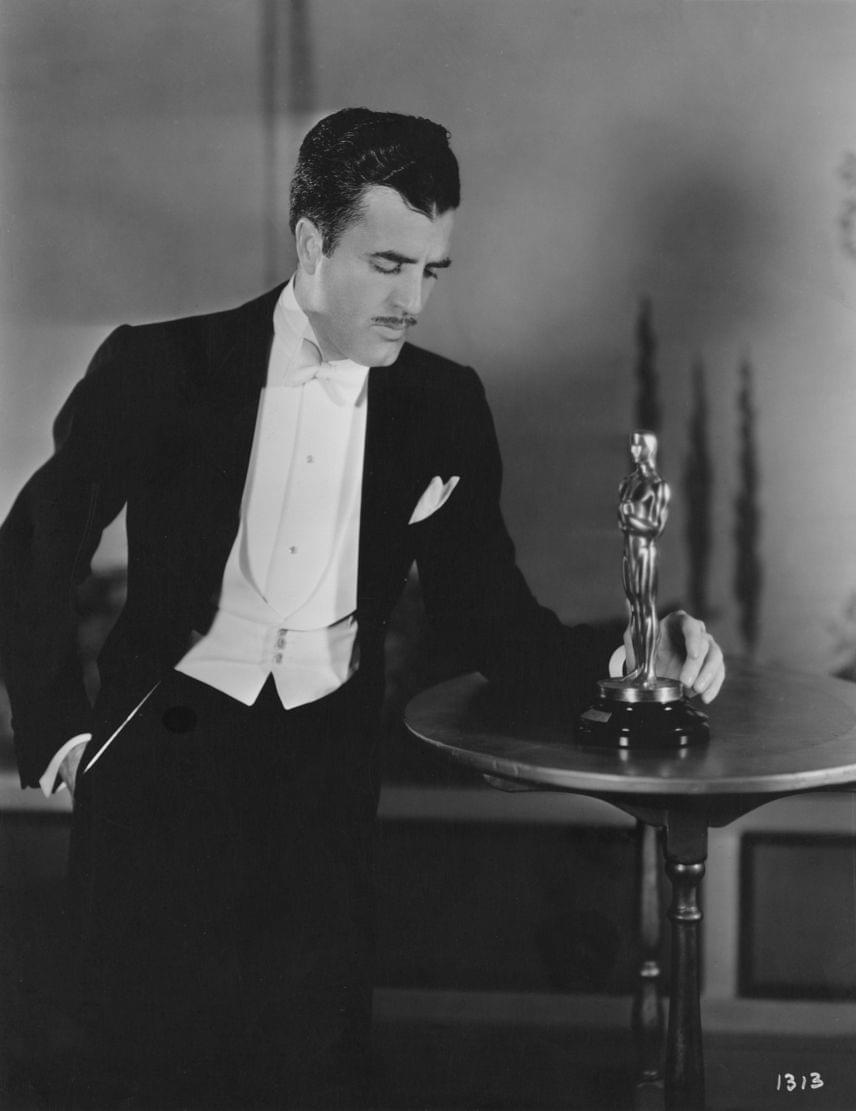 Az 1960-ban elhunyt Cedric Gibbons díszlettervező négy évtizedes pályafutása során összesen 11 Oscar-díjat kapott, amivel ő második helyezett ezen a listán. Ő tervezte egyébként magát az aranyszobrot is 1928-ban, a nevéhez pedig olyan legendás filmek fűződnek, mint az Ének az esőben, az Óz, a csodák csodája, a Quo vadis vagy A szépség és a szörnyeteg.