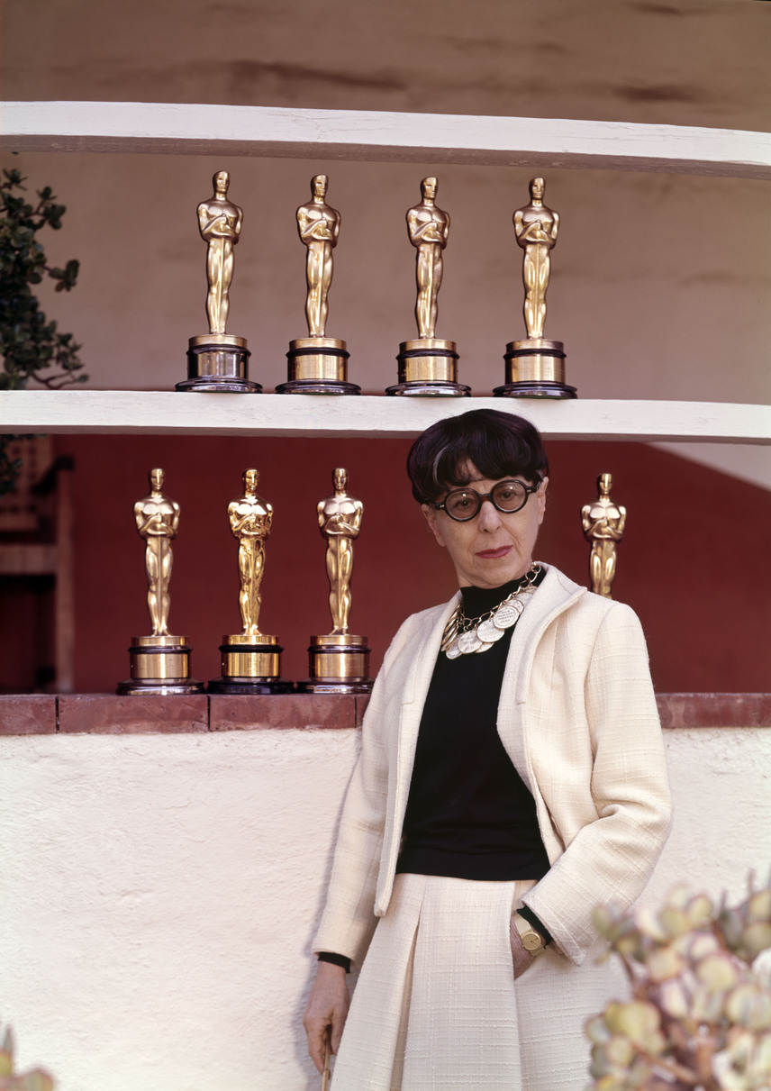 Edith Head jelmeztervező a legtöbb Oscar-díjat nyert nők között az első, ezen a listán pedig a negyedik helyezett, hiszen nyolc aranyszobrot vehetett át élete folyamán a 35 jelölésből. A nevéhez olyan legendás filmek kosztümjei fűződnek, mint a Római vakáció, a Hátsó ablak, a Szédülés, A nagy balhé vagy a Butch Cassidy és a Sundance kölyök.