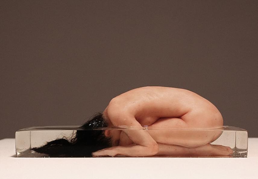 A szobrokat az anatómiai pontosság teljesen élethűvé teszi, és pontosan ez eredményezi azt is, hogy olyan félelmetesnek érzik az emberek.