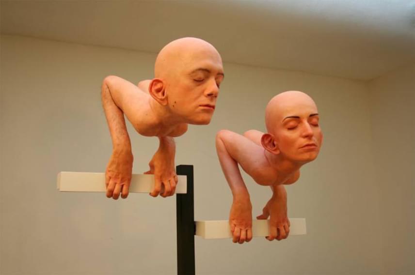 Az élveboncolást az alkotók sem úszták meg, saját önarcképeiket szokatlan módon tették közzé a kiállításon.