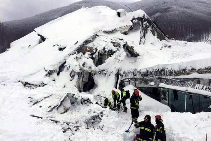 A katasztrófa sújtotta szállodán kívül a régióban további öt halálos áldozatot követeltek az elmúlt időszak földrengései és lavinái.