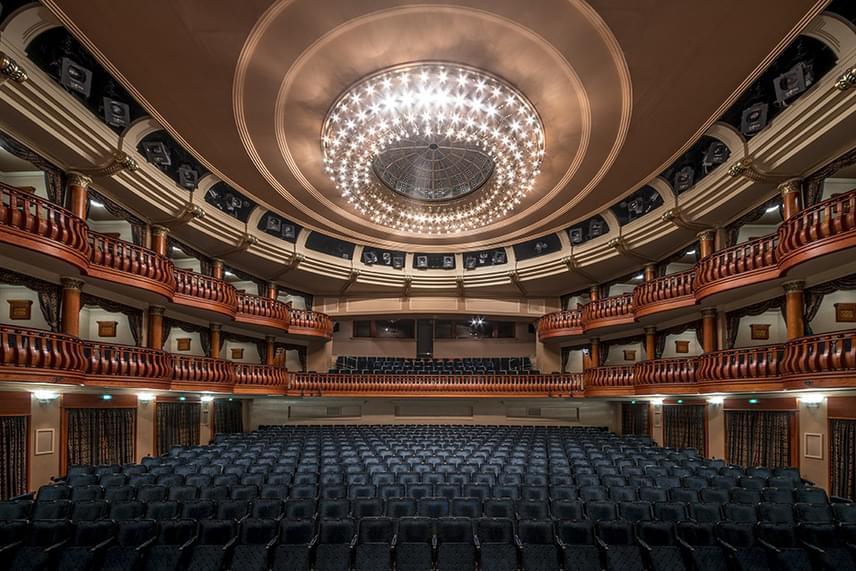 Elképesztő lehet a Thália Színház színpadán állni.