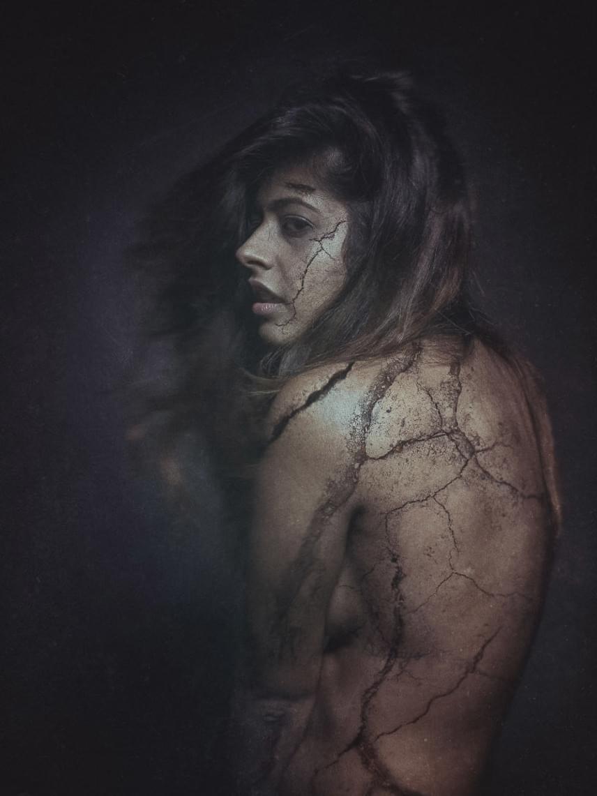Képei megmutatják, hogyan törik meg lassan az emberi lélek a szűnni nem akaró fizikai szenvedés hatására.