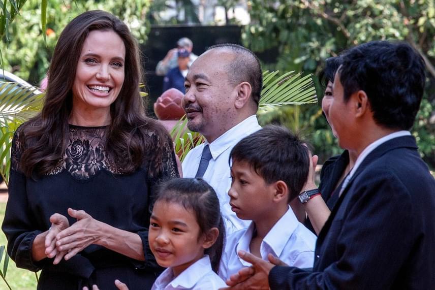 Angelina Jolie láthatóan remekül érezte magát a sajtókonferencián - régóta nem láthattuk így mosolyogni a színésznőt.