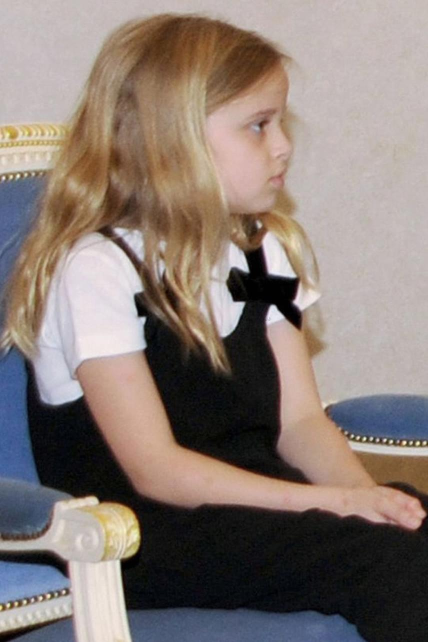A kis Vivienne is már ilyen gyönyörű nagykislány - hosszú, szőke haját minden bizonnyal édesapjától, Brad Pittől örökölte.