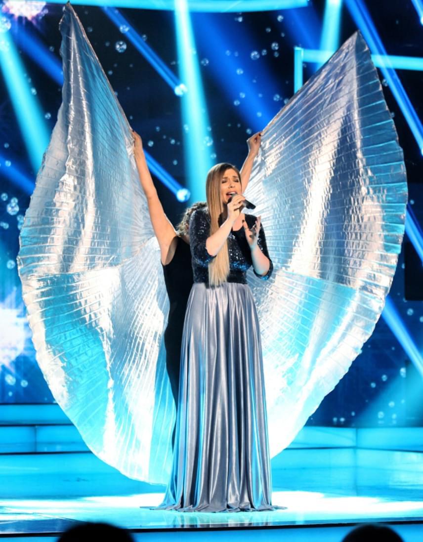 A döntő utolsó eladója Kanizsa Gina volt, aki a Fall Like Rain című dalt énekelte el. A 28 éves énekesnő az egyik háttértáncos jóvoltából egy pillanatra angyallá változott.