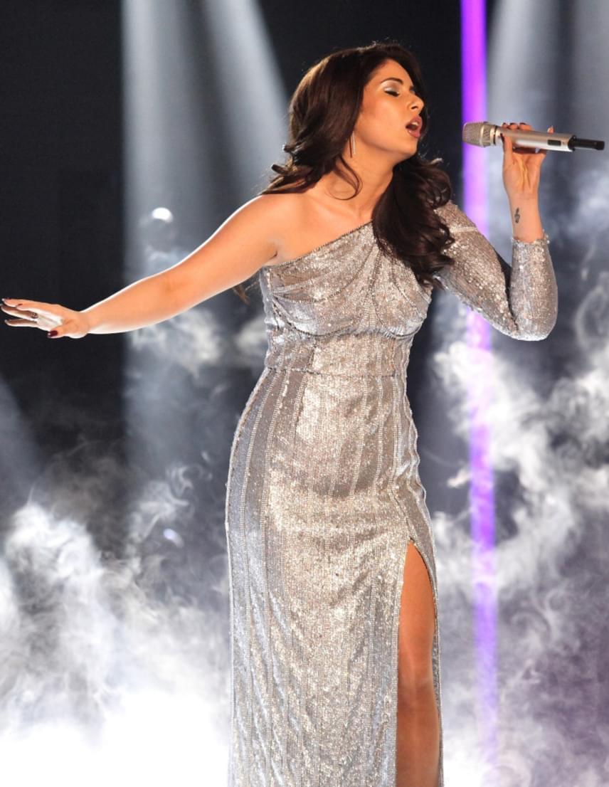 Radics Gigi harmadikként lépett színpadra A Dal döntőjében, aki See It Trough című dalát énekelte el. Habár nem győzött, a legszebb ő volt, gyönyörű estélyijével pedig ellopta a show-t.