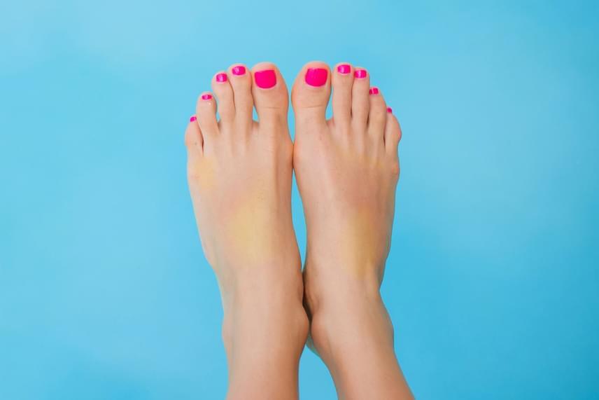 Sárga részek a lábfejenHa foltokban vagy egészében sárga, eleged van egy bizonyos személyből. Ha az egész lábfejed sárga, lehet, hogy általában véve az életedből van eleged.