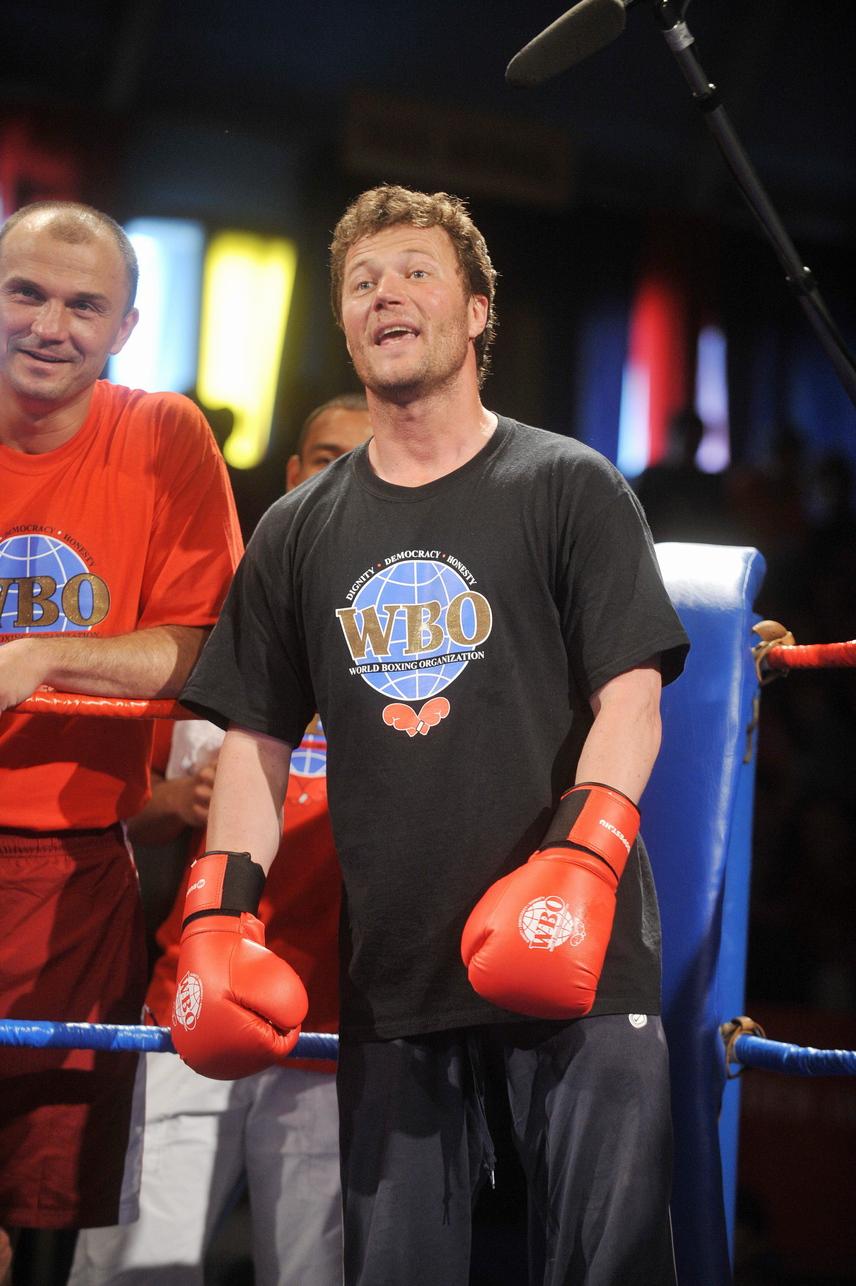 Stohl András a WBO boksz jótékonysági gálán 2008-ban a Vasas Fáy utcai sportcsarnokában. A rendezvény szervezője Kovács Koko István olimpiai bajnok ökölvívó volt, aki a Boksz Világszervezettel karöltve igyekezett a fiatalokat a sportolásra ösztönözni, továbbá felhívni a figyelmet a kábítószer-használat veszélyeire.
