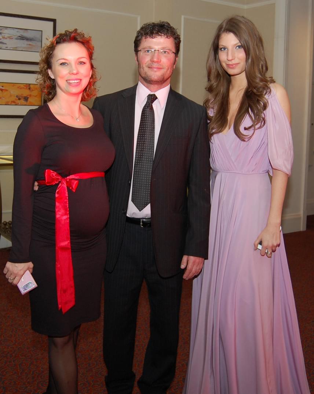 Stohl András két kisebbik gyermeke édesanyjával, Ancsikával (kisfiukkal, Andriskával várandósan) és Luca lányával a 2014-es Story-gálán.