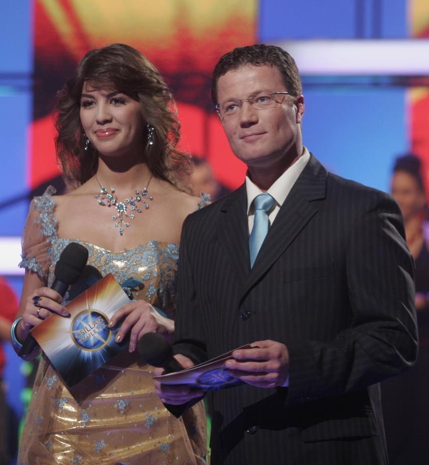 Stohl András műsorvezetőként az ezredforduló utáni években kezdett el dolgozni. Nevéhez olyan műsorok fűződnek, mint a Való Világ, a Survivor, a Reggeli vagy a Csillag születik. A Szombat esti lázat Ördög Nórával vezette 2006 és 2008 között.