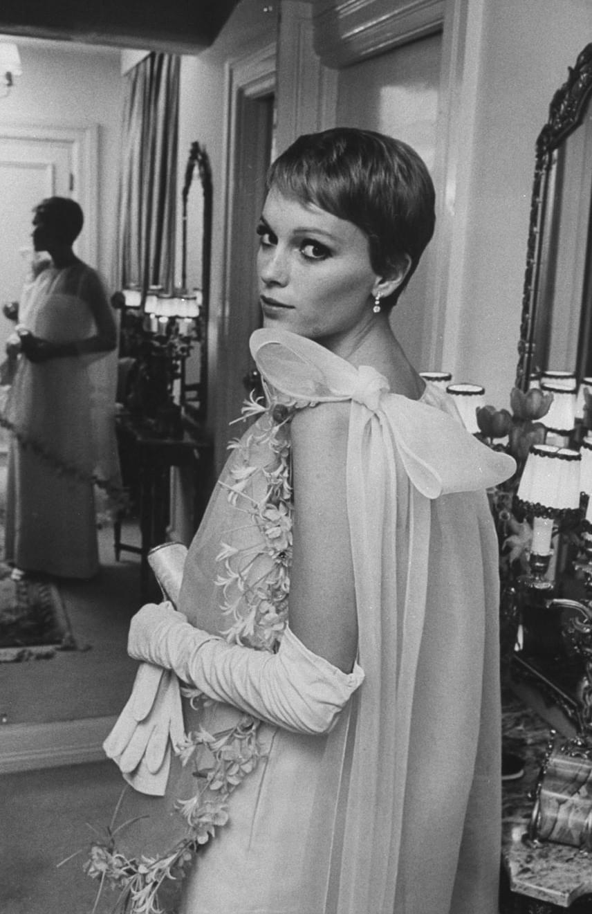 Rosemary gyermeke, Hannah és nővérei, A nagy Gatsby - ez csak három ma már klasszikusként számon tartott film, amelyekben Mia Farrow brillírozott. Felháborító, hogy a 72 éves amerikai színésznő egyetlen Oscar-jelölést sem kapott, a Golden Globe-díjat pedig több mint 50 évvel ezelőtt vehette át, amivel a legjobb feltörekvő tehetséget díjazták.