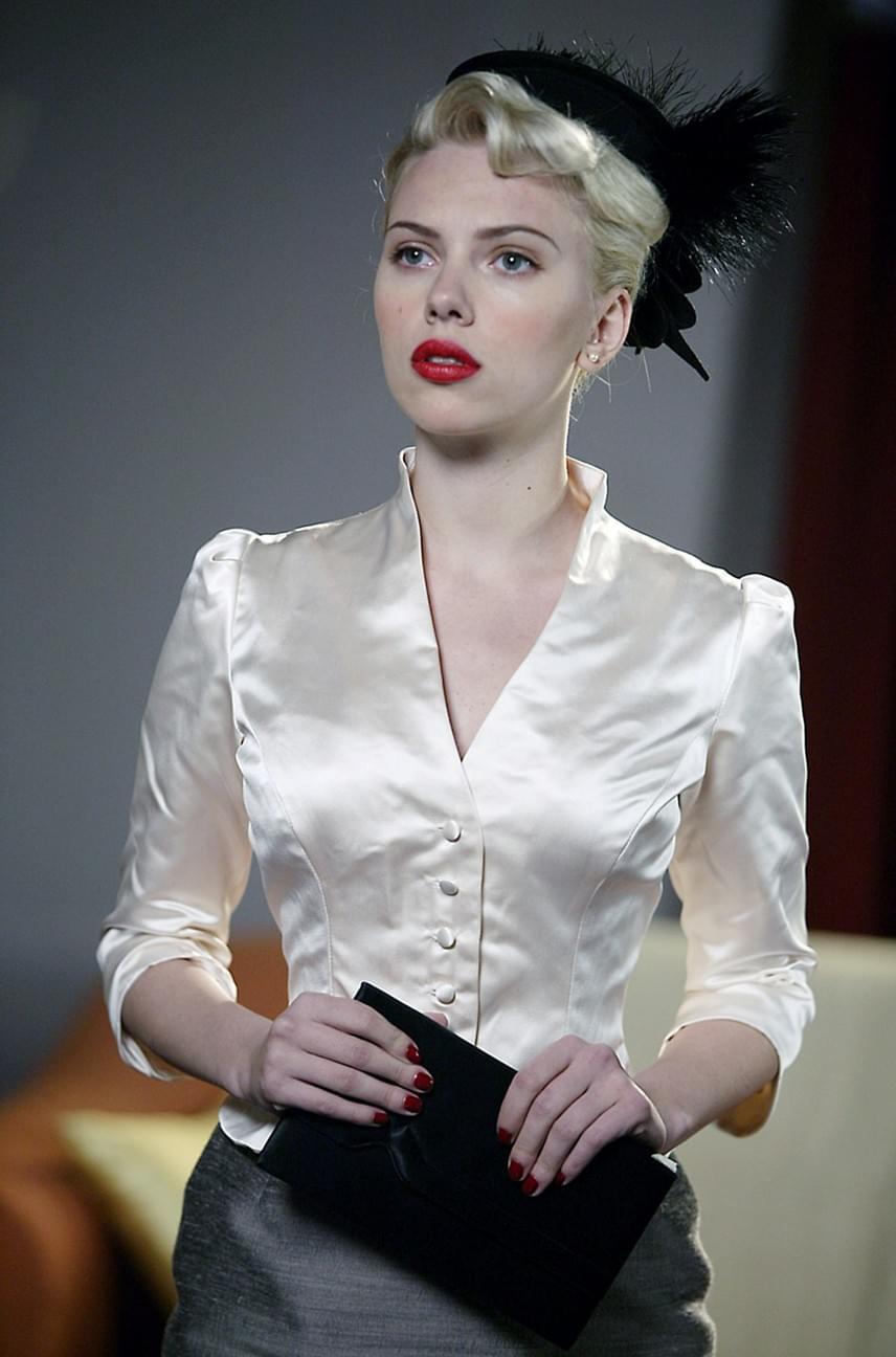 Scarlett Johansson A suttogó című film gyereksztárjaként hívta fel magára a figyelmet a kilencvenes évek végén, azóta pedig olyan neves rendezőkkel dolgozott együtt, mint Woody Allen, Christopher Nolan vagy a Coen fivérek. Emlékezeteset alakított többek között az Elveszett jelentés, a Leány gyöngyfülbevalóval, a Match Point és A másik Boleyn lány című filmekben, de a Filmakadémia még csak arra sem tartotta érdemesnek, hogy jelölje. A Golden Globe-díjról ez idáig négyszer csúszott le, a BAFTA-díjat viszont legalább megkapta.