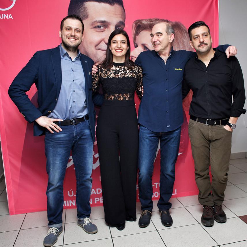 Mészáros Béla, Szávai Viktória, Szervét Tibor és Csányi Sándor egy csoportkép erejéig is összeálltak a Corvin moziban.