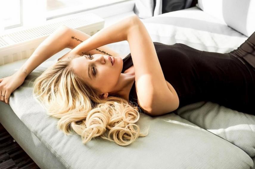 """Szabó Zsófi így hempereg az ágyban, ha ideje engedi. """"Csodálatos"""", bókolt neki egy külföldi rajongója Instagram-oldalán."""
