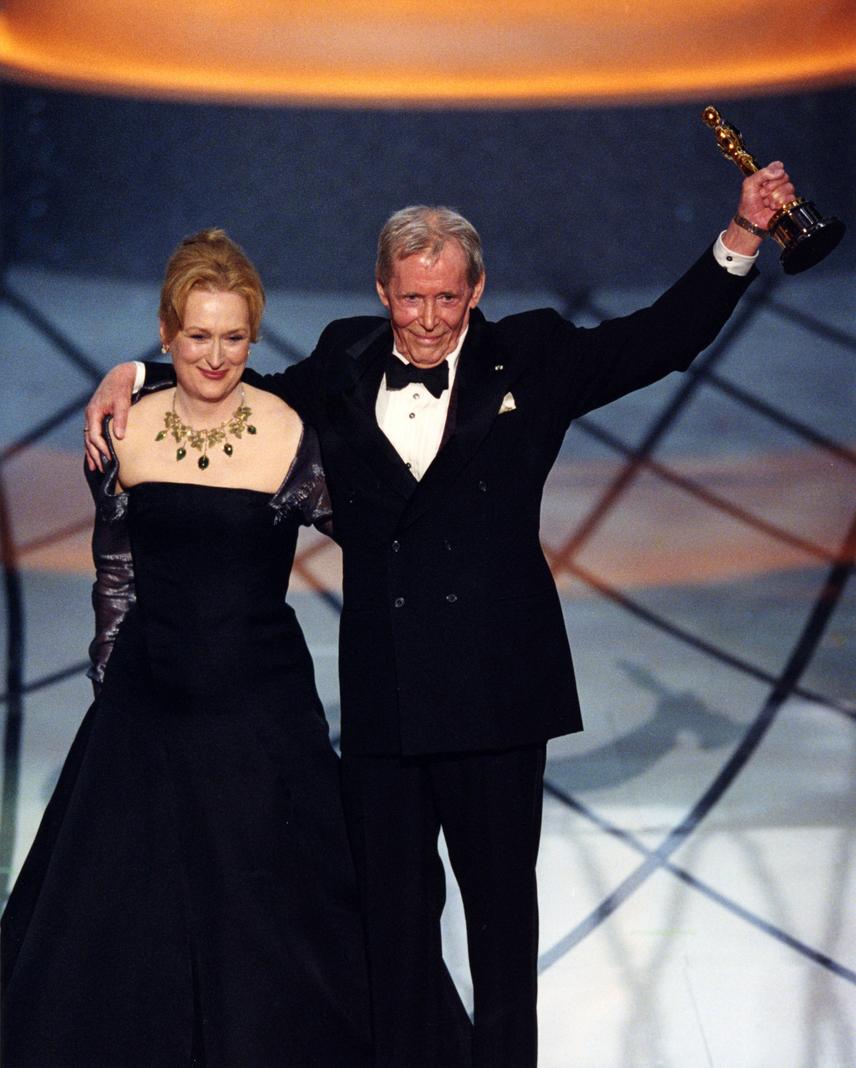 Peter O'Toole 81 éves korában hunyt el 2013-ban. Arábiai Lawrence megformálójának a fél évszázados karrierje során sikerült felállítania az egyik legdühítőbb Oscar-rekordot: 40 év alatt nyolcszor jelölték Oscar-díjra, de az aranyszobrot egyszer sem kapta meg. 1963-ban jelölték először, 2003-ban pedig végül egy versenyen kívüli életműdíjjal korrigált a Filmakadémia. A sors kegyetlen iróniája, hogy 2007-ben jelölték utoljára, de akkor sem kapta meg a díjat.