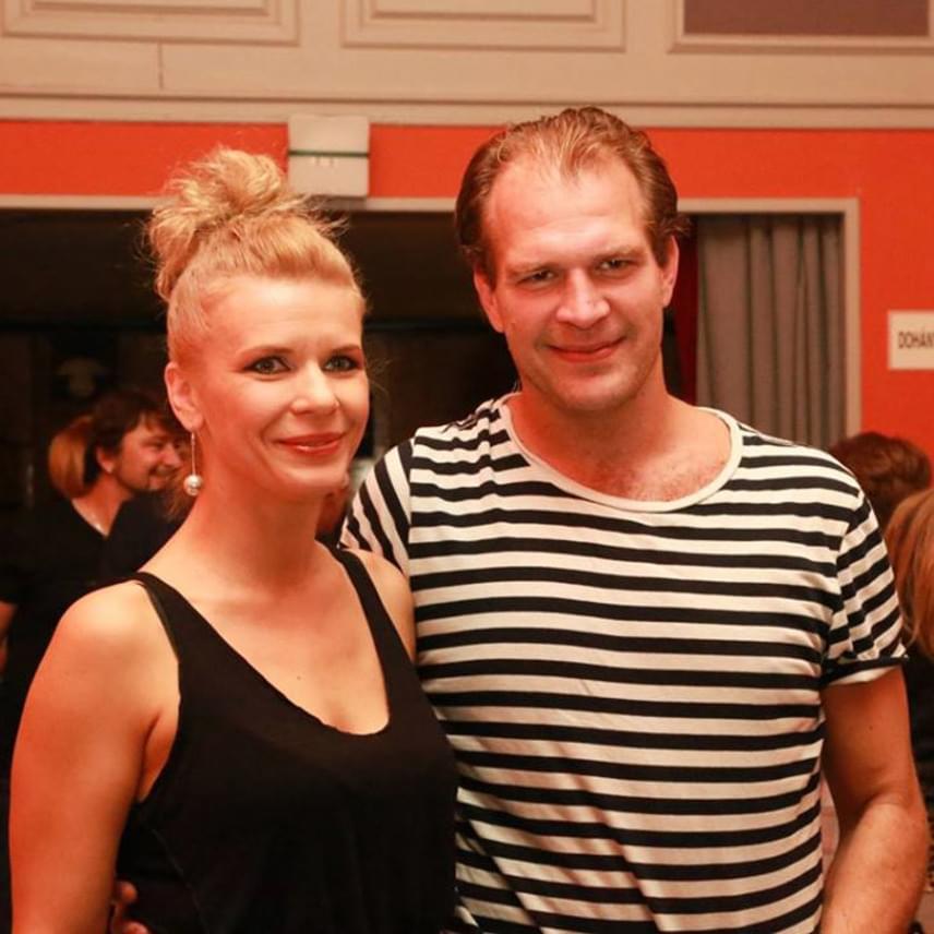 Schell Judit és Schmied Zoltán a 2004-ben a Merlin Színházban bemutatott Proof című darabnak köszönhetik, hogy egymásra találtak. Két közös gyermekük is született: 2008 januárjában Boldizsár, 2012 februárjában Borbála. Össze még nem házasodtak, de papír nélkül is boldogok.