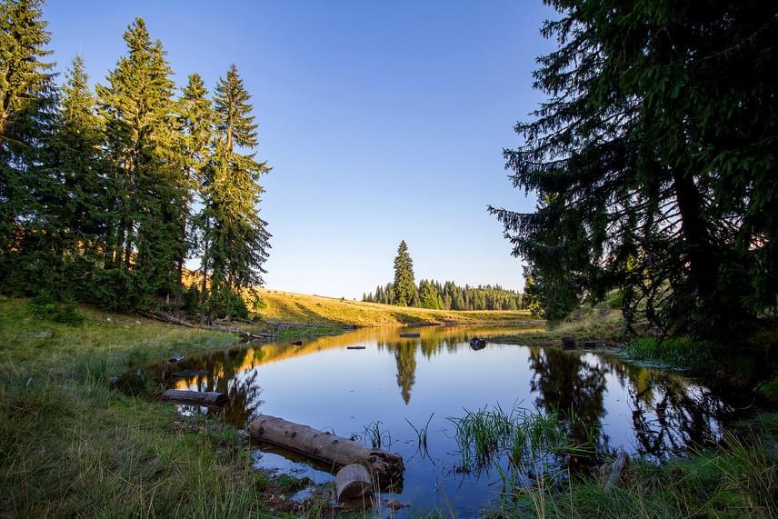 A Pádis-fennsíkon több gyönyörű víznyelő is található, melyek mellett szívesen pihennek a fáradt túrázók.