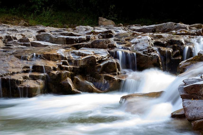 Bihar megyében, Rézbányán ered a táj nyugati felét alakító Fekete-Körös folyó, mely hihetetlenül szép sziklaformákat vájt ki maga körül.