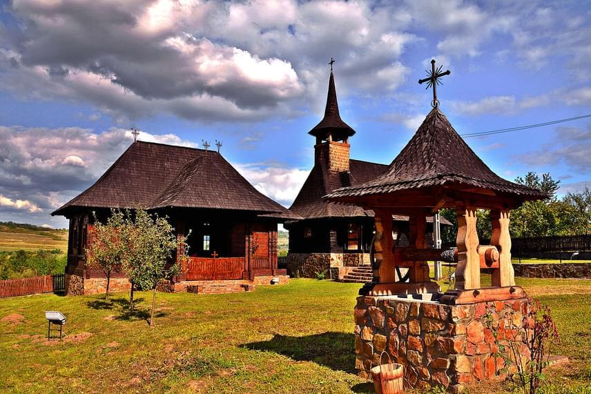 Bihar megye egyik legszebb román falucskája a 150 lakossal rendelkező Bratesti, melynek látványossága az 1738-ban épült görögkeleti ortodox fatemplom. A templom épületeit és az előtte álló Szenteltvíz-kutat a helyi építészetre jellemző, szépen megmunkált zsindelytető fedi.