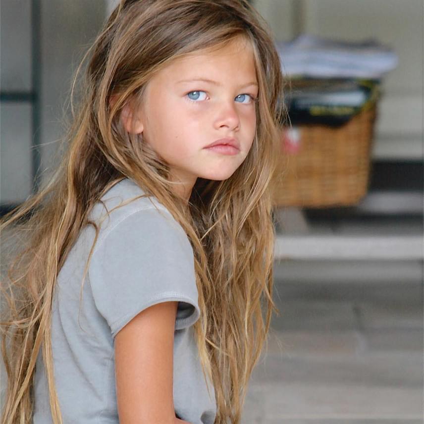 Thylane Blondeau ezen képe rengeteg helyen megjelent az elmúlt években, és annyira belopta magát az emberek szívébe, hogy 2011-ben már a világ legszebb kislányaként emlegették.