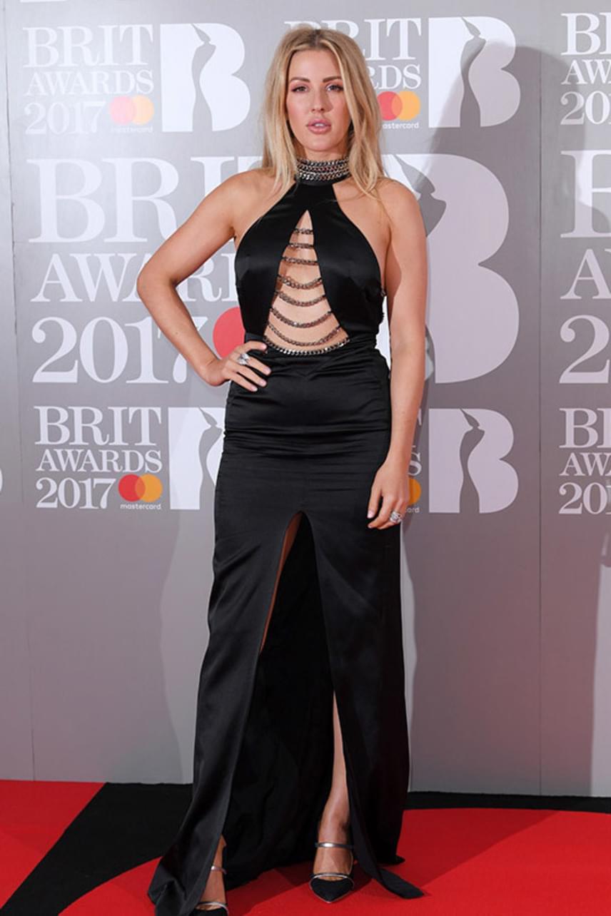 Ellie Goulding alul-felül túl sokat mutatott magából, így a ruhája inkább volt közönséges, mint szexi - ráadásul a hasánál sem állt túl előnyösen a darab.