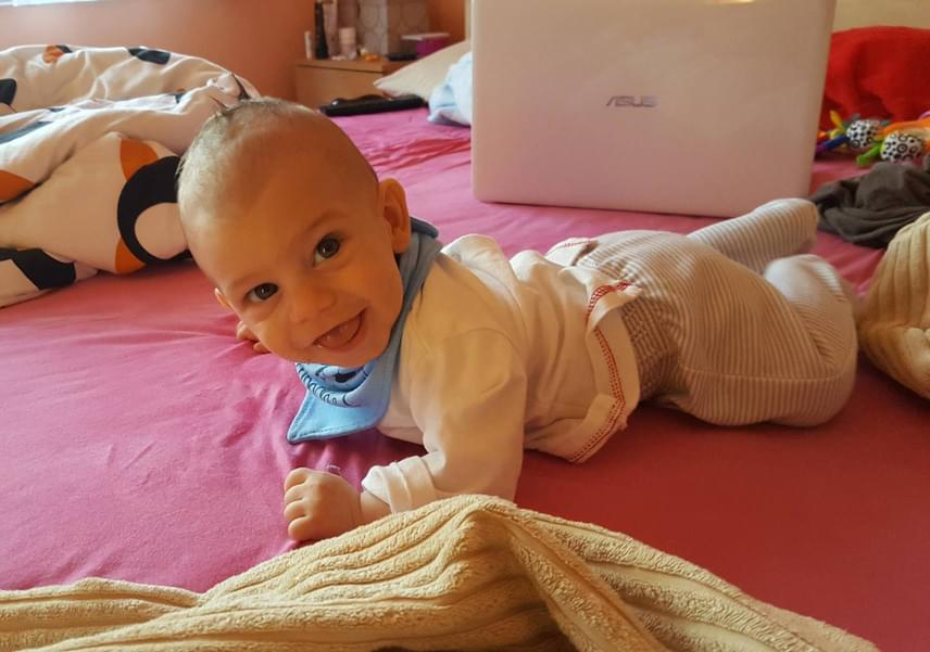 A kis Dominik tavaly októberben azon napon született, amelyiken a Beatrice frontemberének néhai édesanyja látta meg a napvilágot.