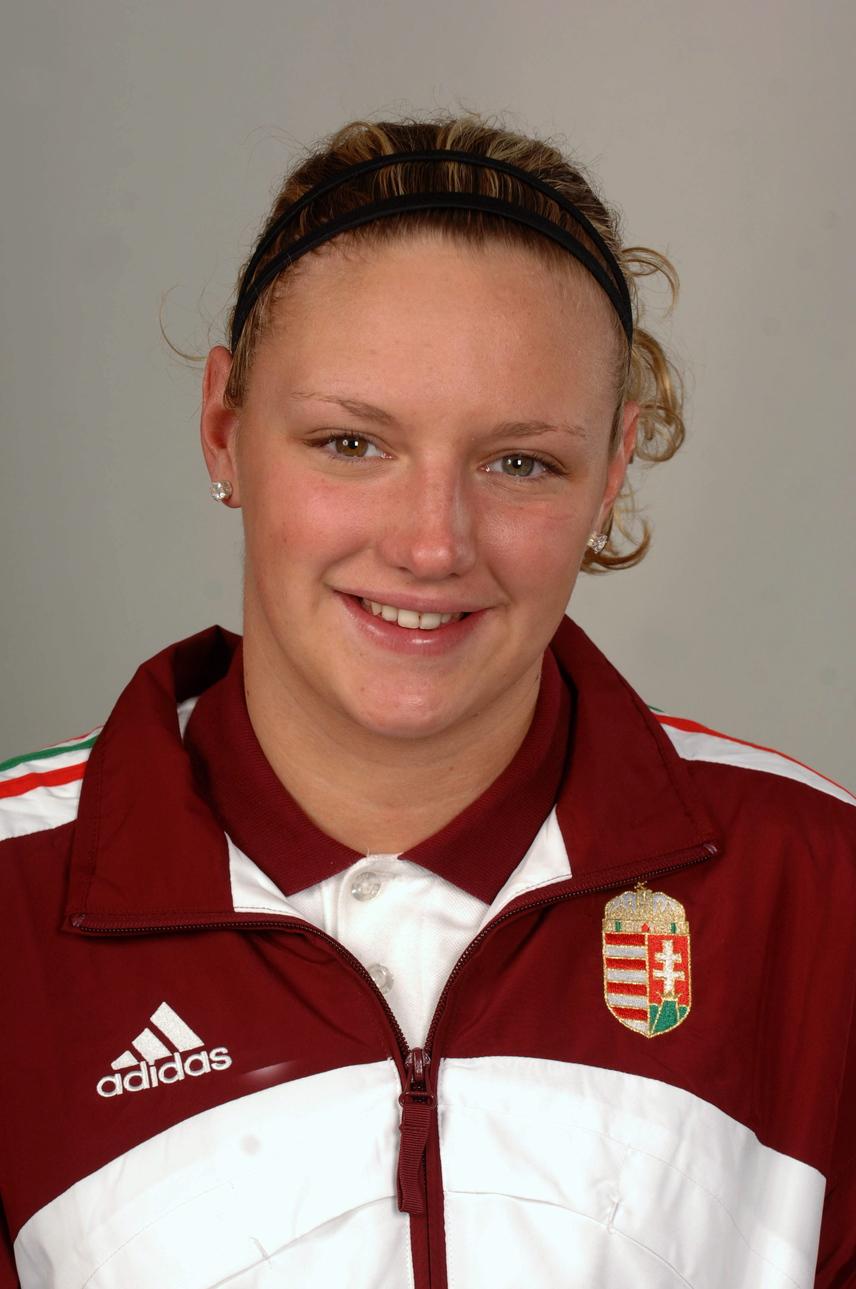 Hosszú Katinka nem sokkal a 18. születésnapja után, 2008-ban, mielőtt a pekingi olimpiára utazott volna a válogatott tagjaként.