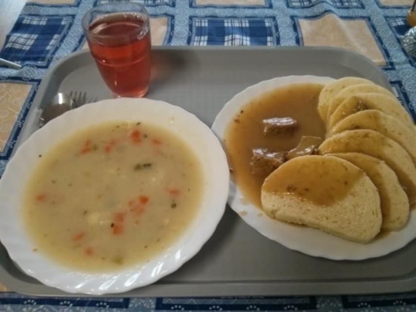 A csehországi menü fogásai és a régi magyar menzai hagyományok mutatnak hasonlóságot.