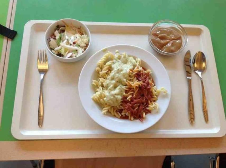 A tésztaételt tartalmazó németországi menü egyáltalán nem hat idegenként.