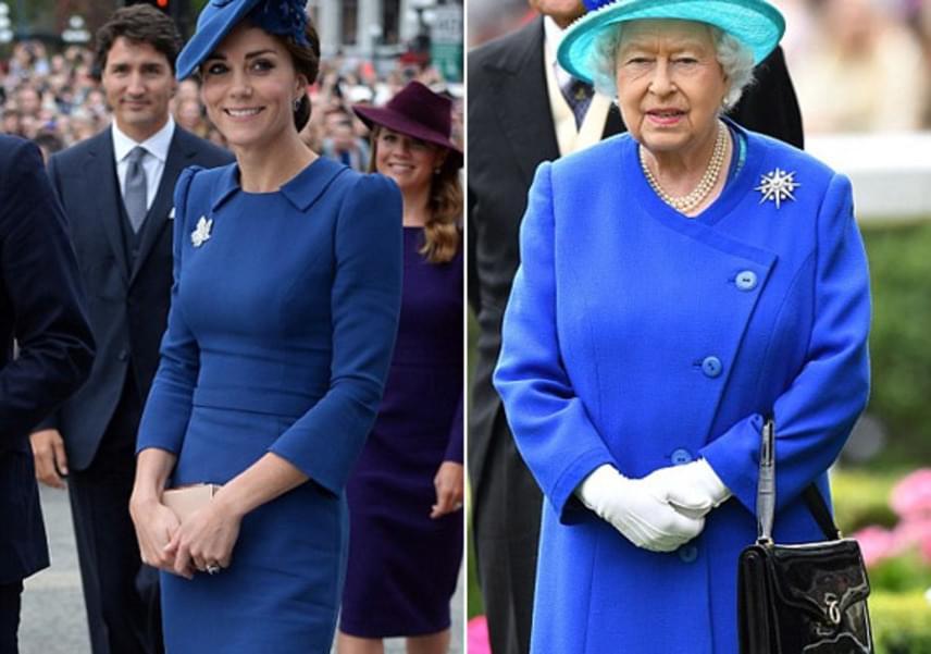 Kékben, brossban - nem csoda, hogy az uralkodónő elirigyelte Kate elegáns szettjét, két hónappal később ő is hasonlóban jelent meg.